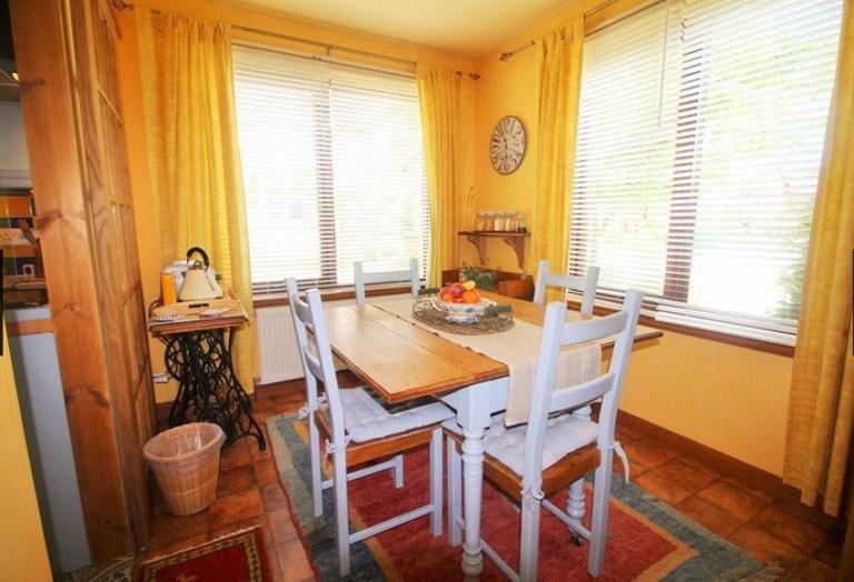 sunflower-05-dining-room